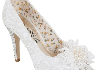 Flo Ivory Lace at Pink Confetti